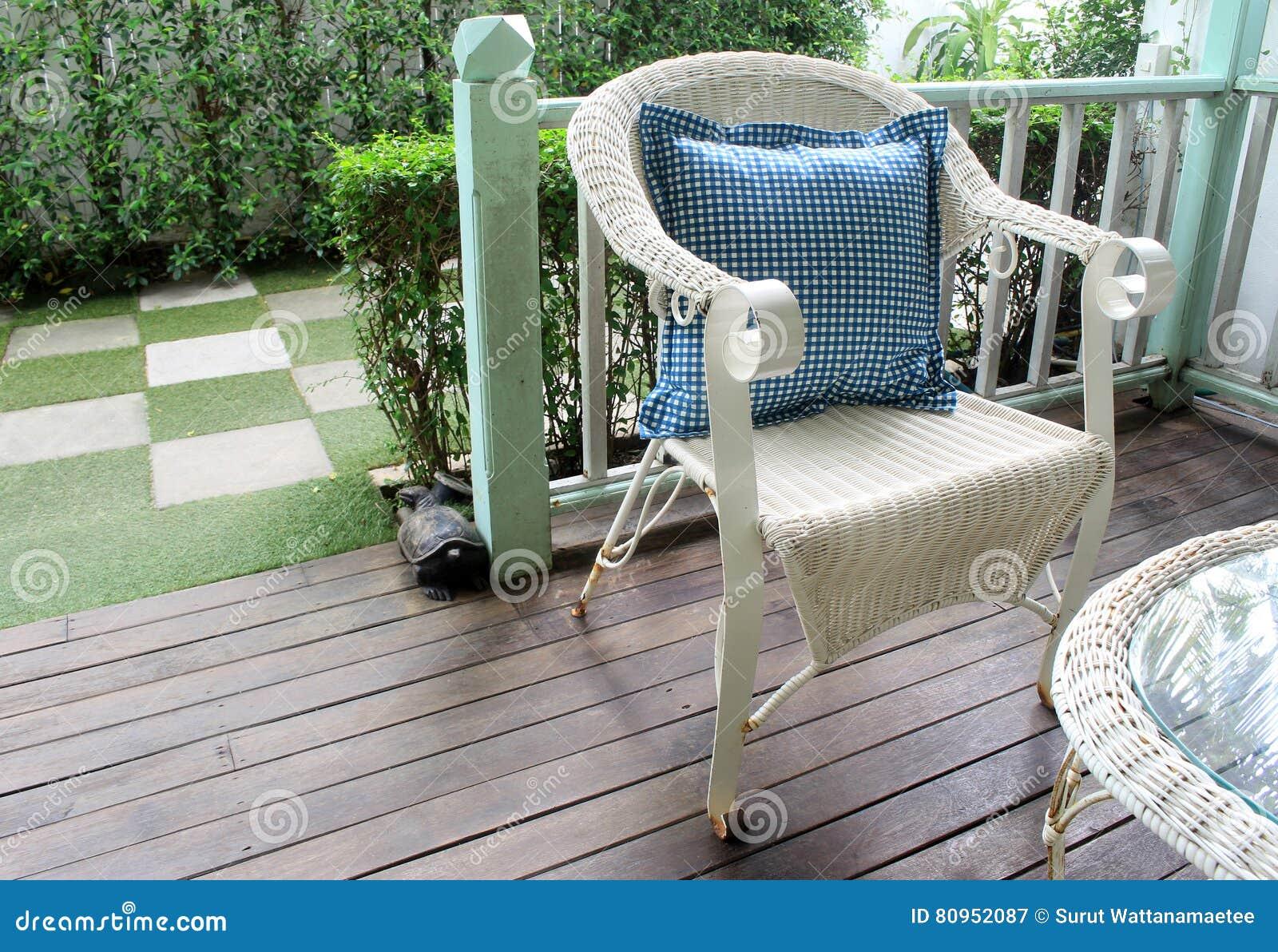 Chaises Dosier Ou De Canne La Chaise Rotin A Plac Dans Station Vacances Vivante Extrieure Jardin