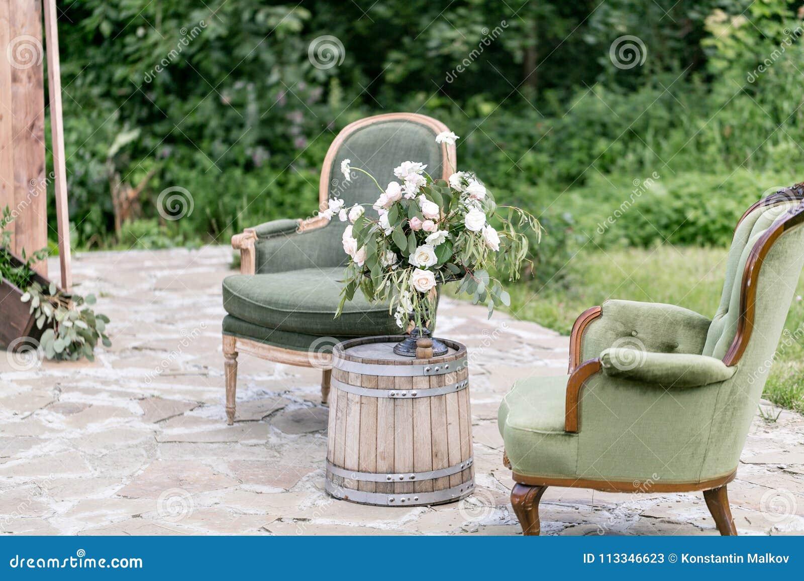 Chaises Et Table En Bois De Vintage Avec La Décoration De ...