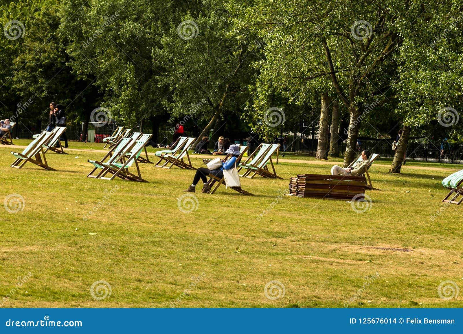 L Pour En Westminster Location Hyde Chaises Park Longues La Londres qUzpMVGS