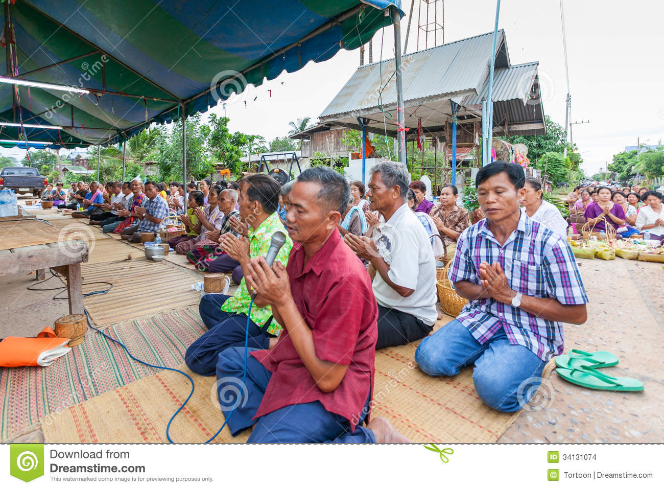 Chaiyaphum Thailand  City new picture : CHAIYAPHUM,THAILAND May 15 : Unidentified the buddhists pray to monks ...