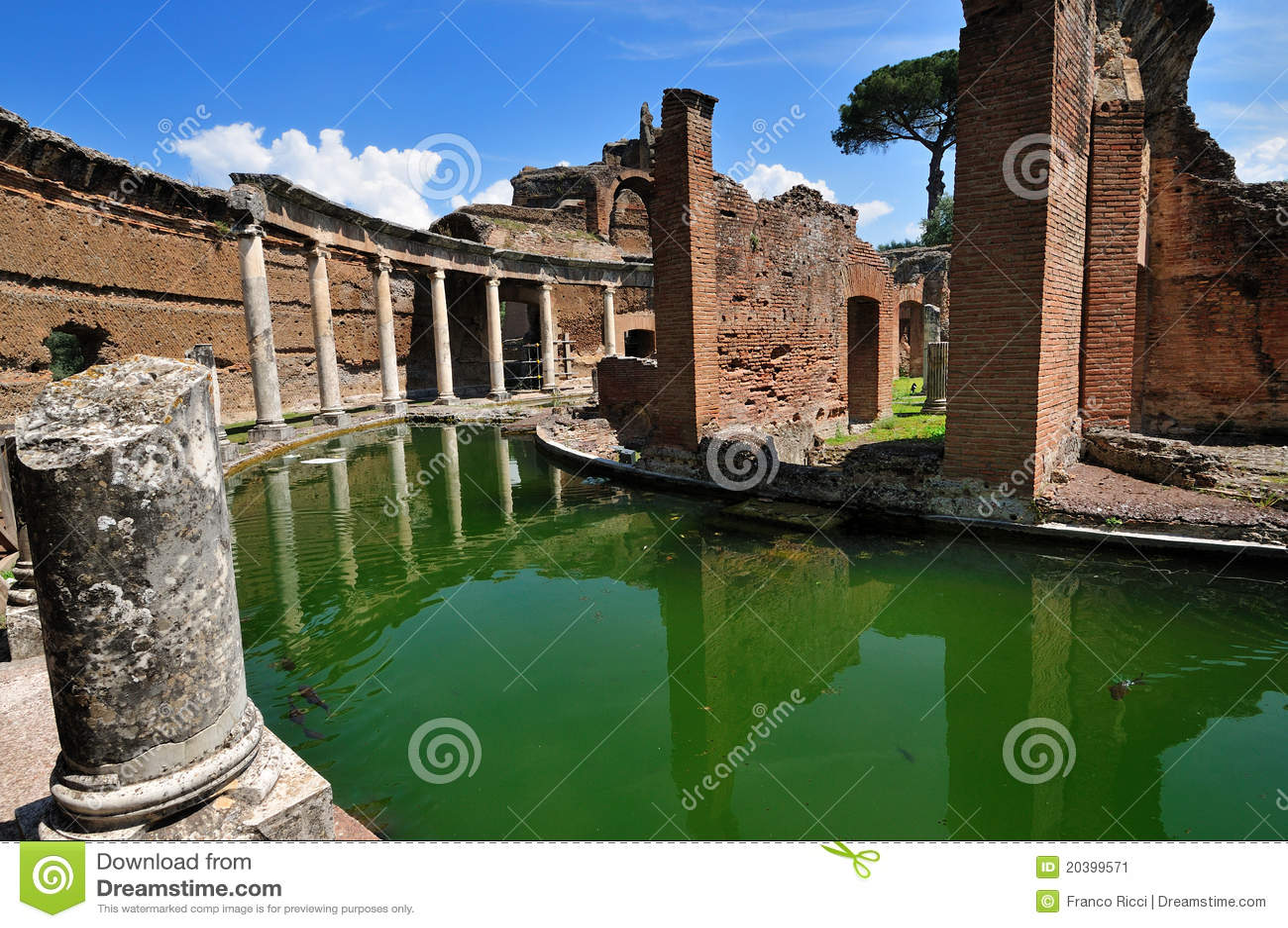 Chalet de Hadrian, Tivoli - el teatro marítimo