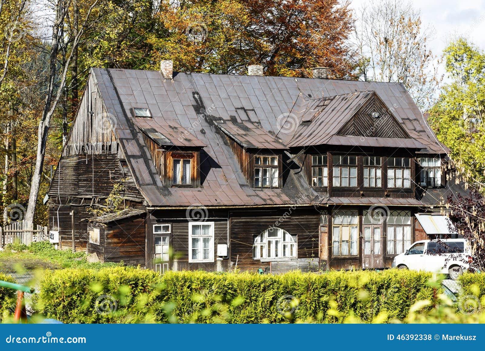 Chalet de madera en zakopane polonia foto de archivo - Chalet de madera ...
