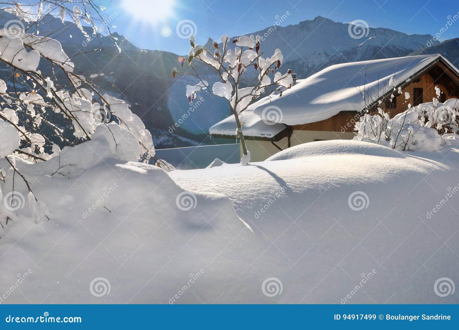 Chalet in de winterlandschap