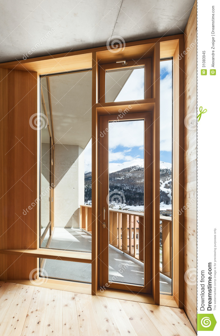 Chalet int rieur fen tre photo libre de droits image for Bord de fenetre interieur