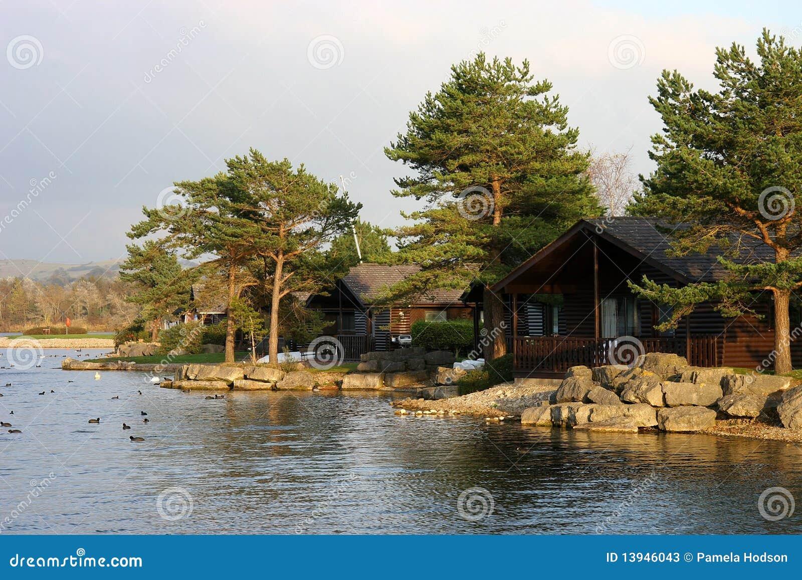 chalets de bord de lac photos stock image 13946043