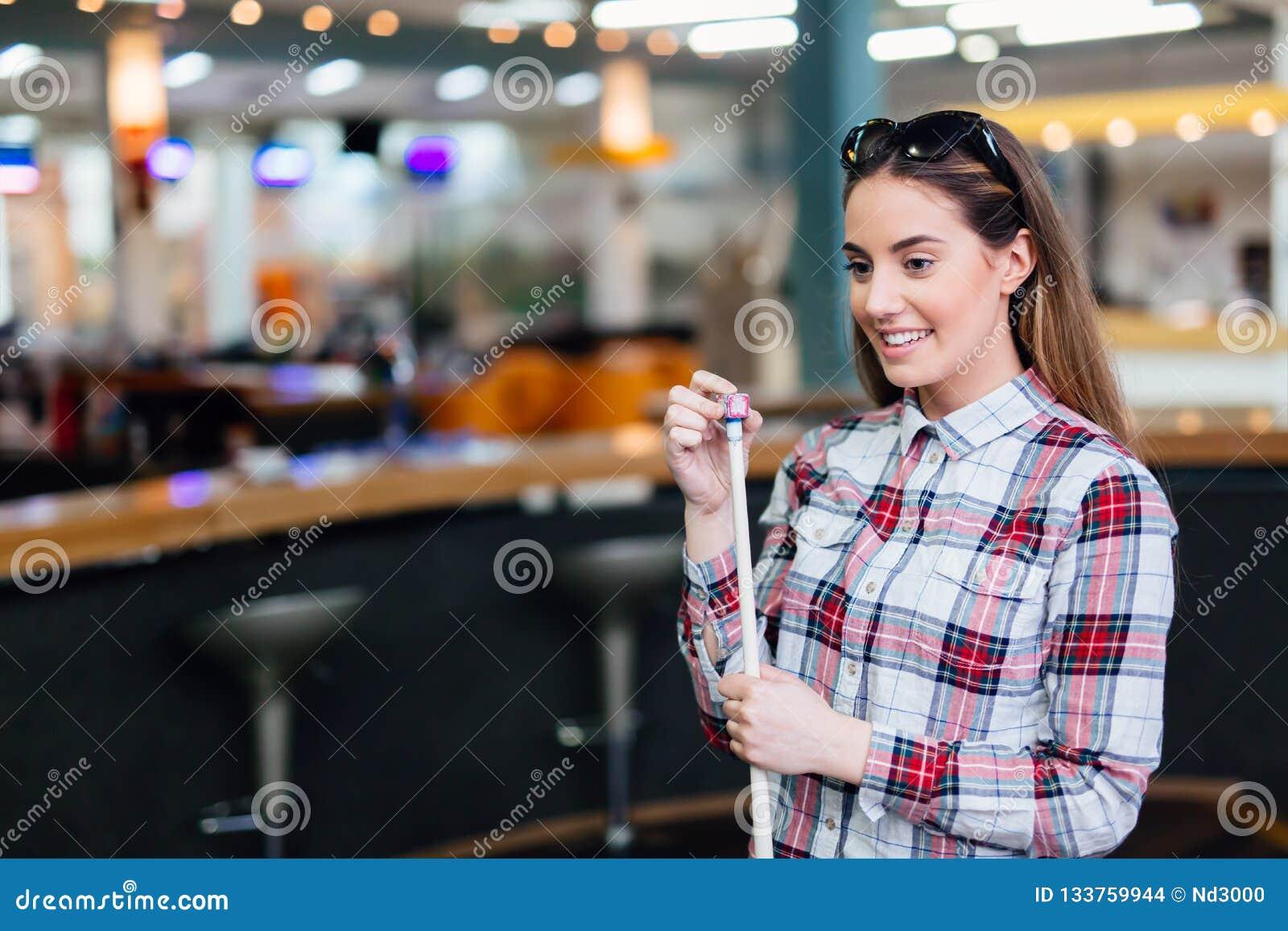 Chalking stickreplik för härlig brunett
