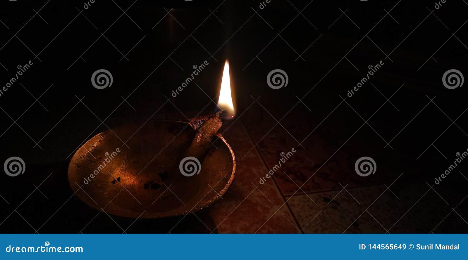 A chama está incandescendo silenciosamente