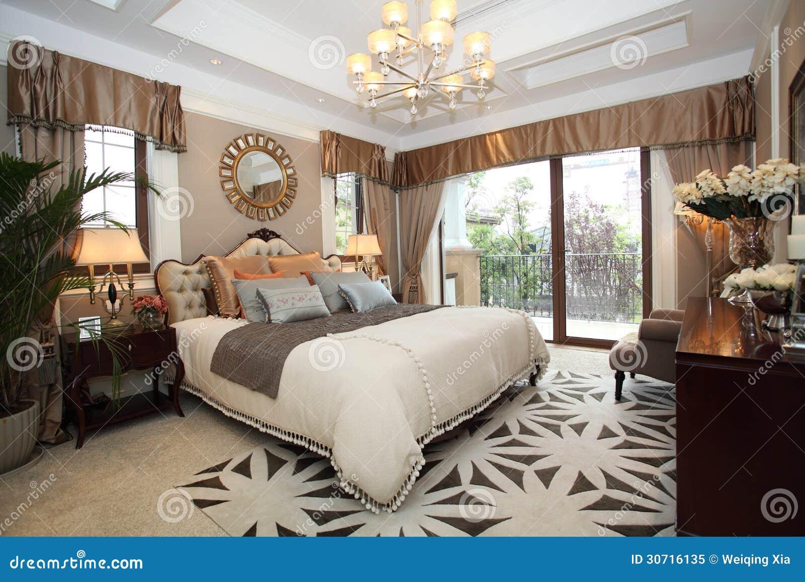 Chambre coucher la maison de luxe photo libre de for Chambre libre