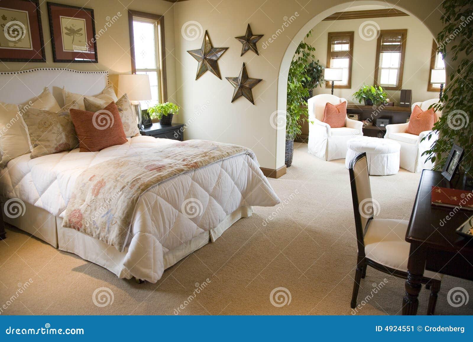 Chambre à coucher à la maison de luxe.
