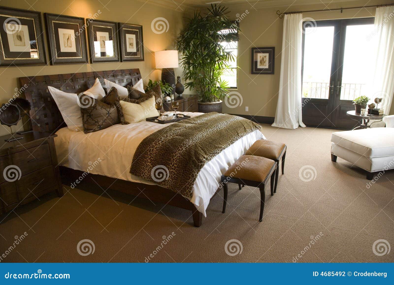 Chambre coucher la maison de luxe moderne photographie for Photo de chambre a coucher