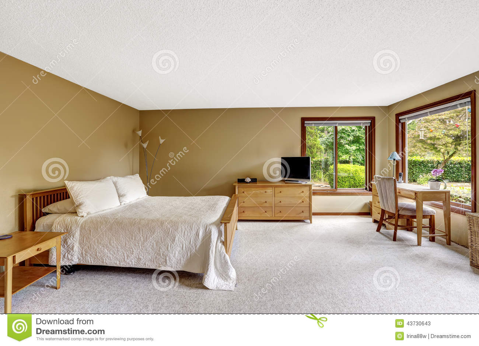 Chambre A Coucher Avec L Ensemble En Bois De Meubles Image Stock