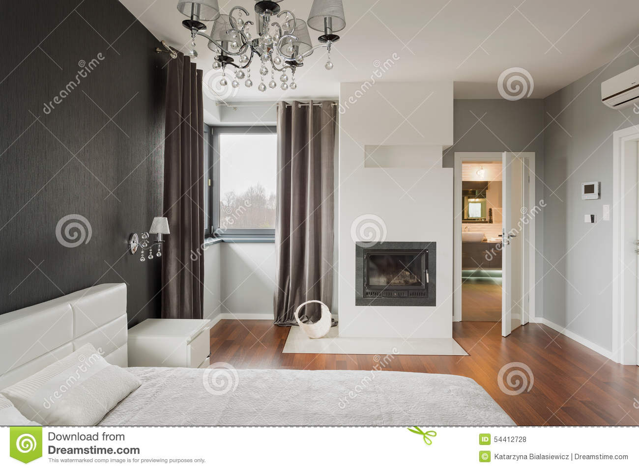 chambre coucher avec la chemin e photo stock image 54412728. Black Bedroom Furniture Sets. Home Design Ideas