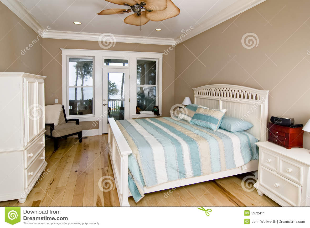 chambre coucher avec la vue de bord de mer image stock image 5972411. Black Bedroom Furniture Sets. Home Design Ideas