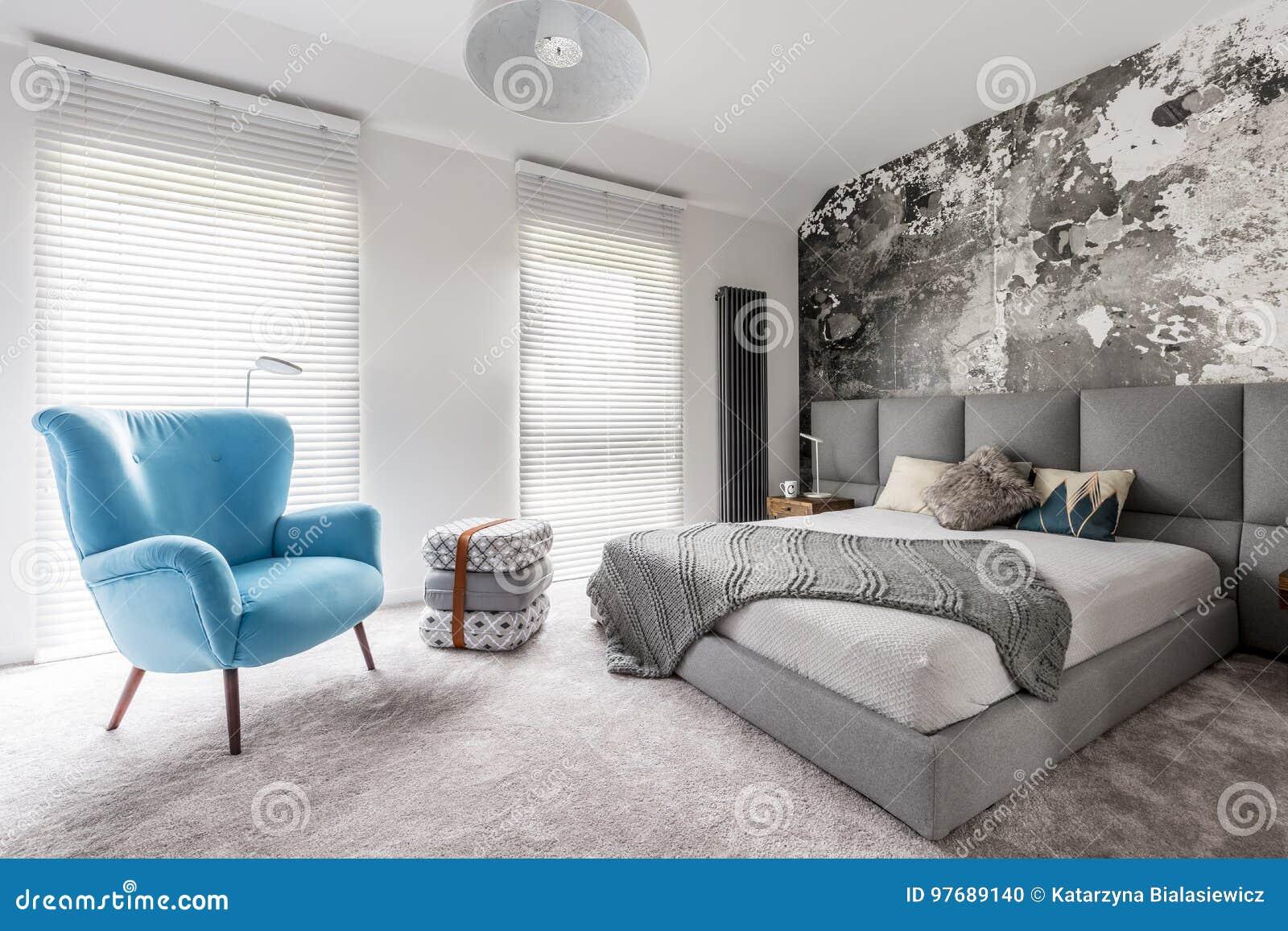 Chambre à Coucher Avec Le Fauteuil De Bleu De Vintage