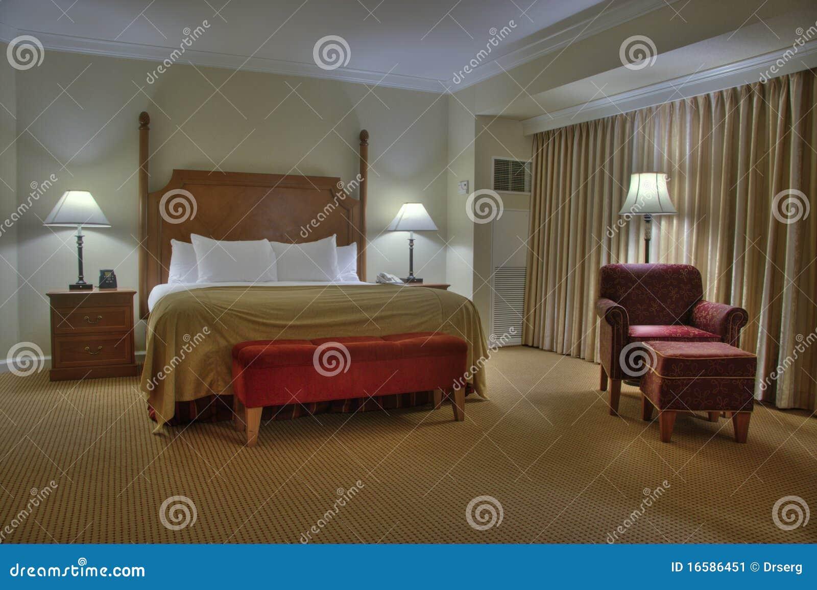 Chambre à Coucher Avec Le Rideau Image stock - Image du chevet ...