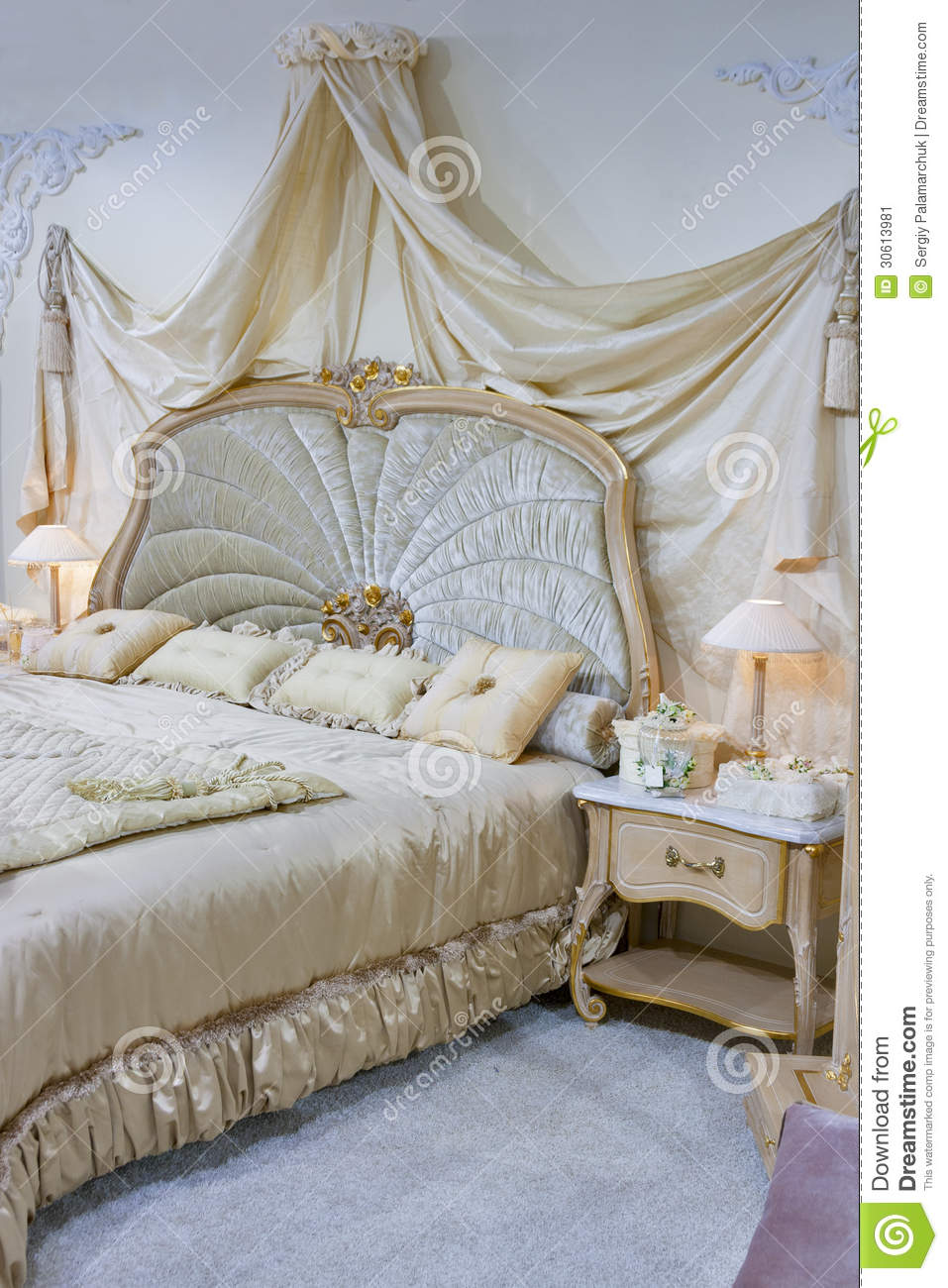 chambre coucher baroque image stock image 30613981. Black Bedroom Furniture Sets. Home Design Ideas