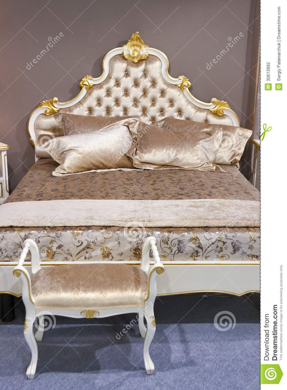 chambre coucher baroque photographie stock image 30613992. Black Bedroom Furniture Sets. Home Design Ideas