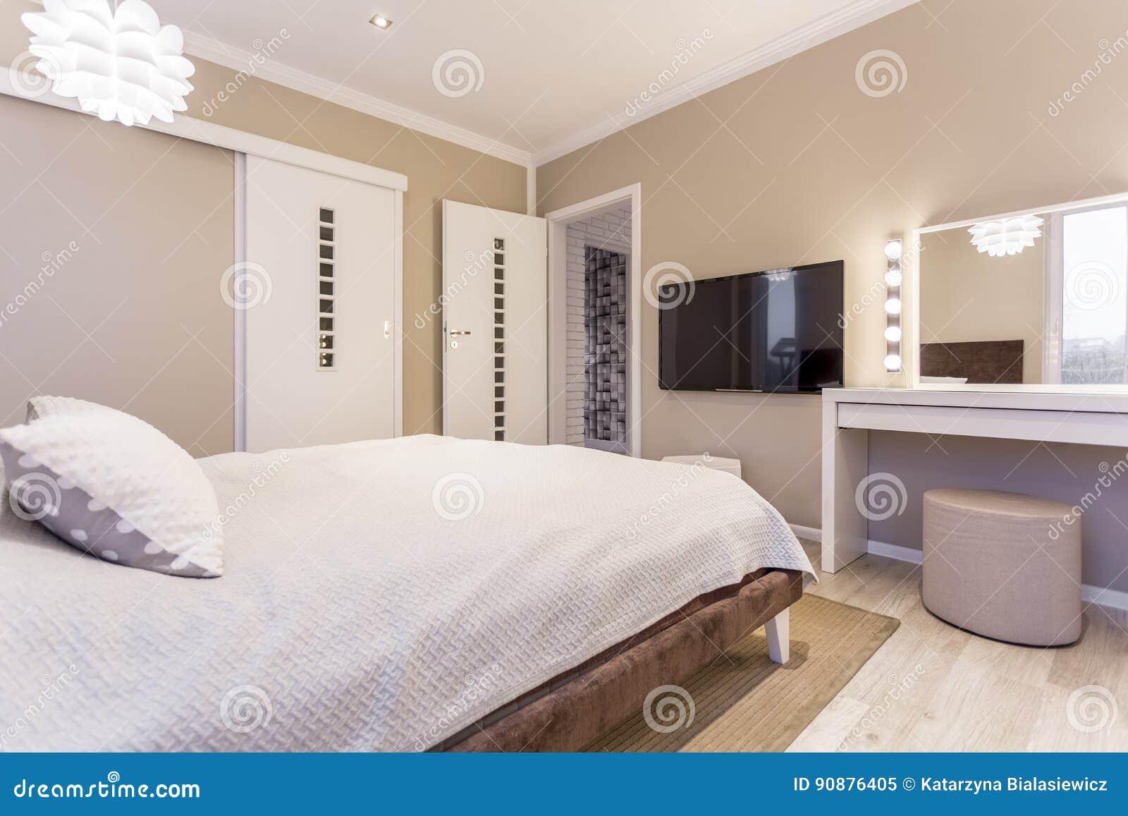 Chambre à Coucher Beige Et Blanche Confortable Image stock - Image ...