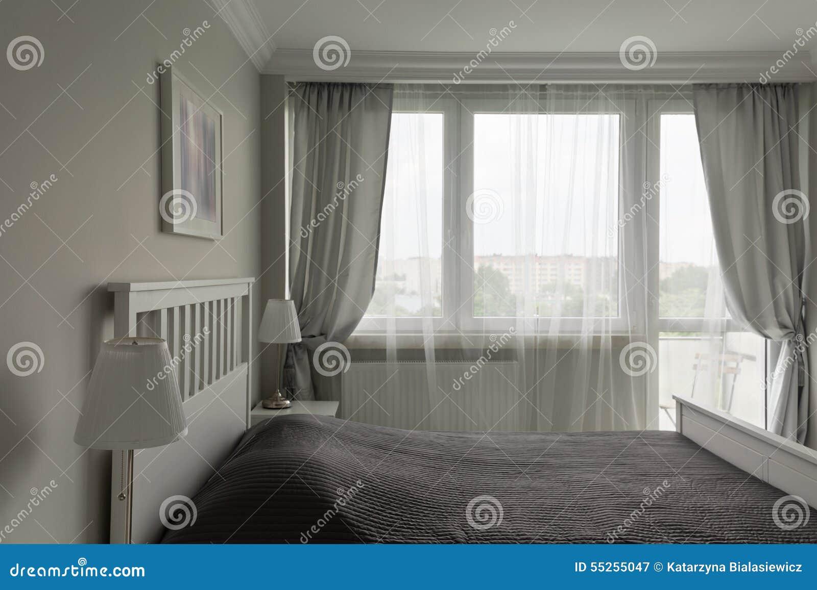 chambre coucher blanche et grise romantique image stock image du detail patrimoine 55255047. Black Bedroom Furniture Sets. Home Design Ideas