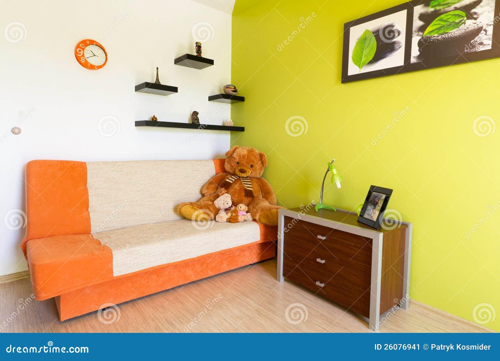 Chambre à Coucher Blanche Et Verte Avec Le Sofa Orange