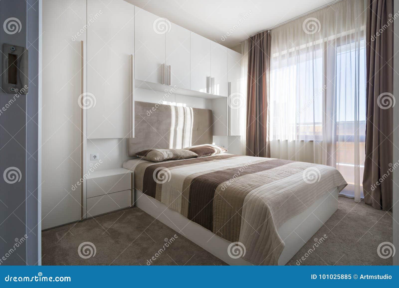 Chambre à Coucher Blanche Simple Image Stock Image Du