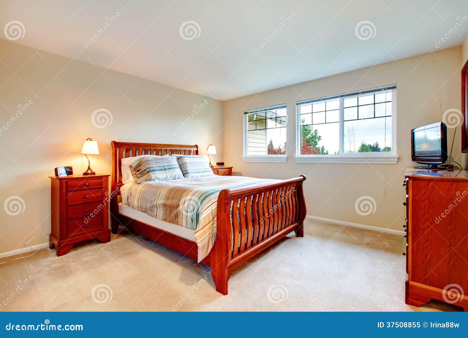 Chambre coucher chaude de couleurs avec les meubles en bois photo libre de droits image - Les chambre a coucher en bois ...
