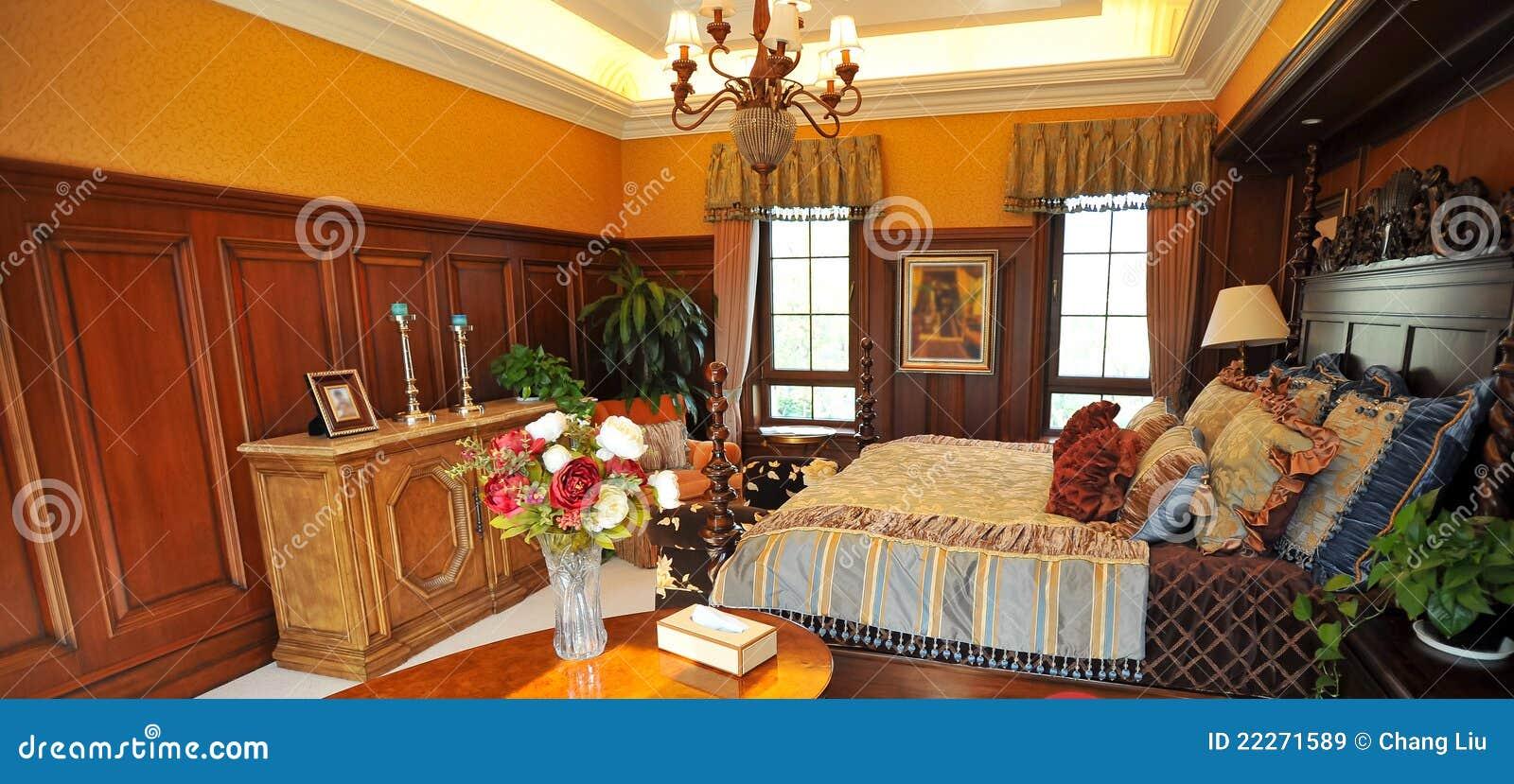 Chambre coucher classique avec la d coration en bois for Decoration chambre a coucher en photo