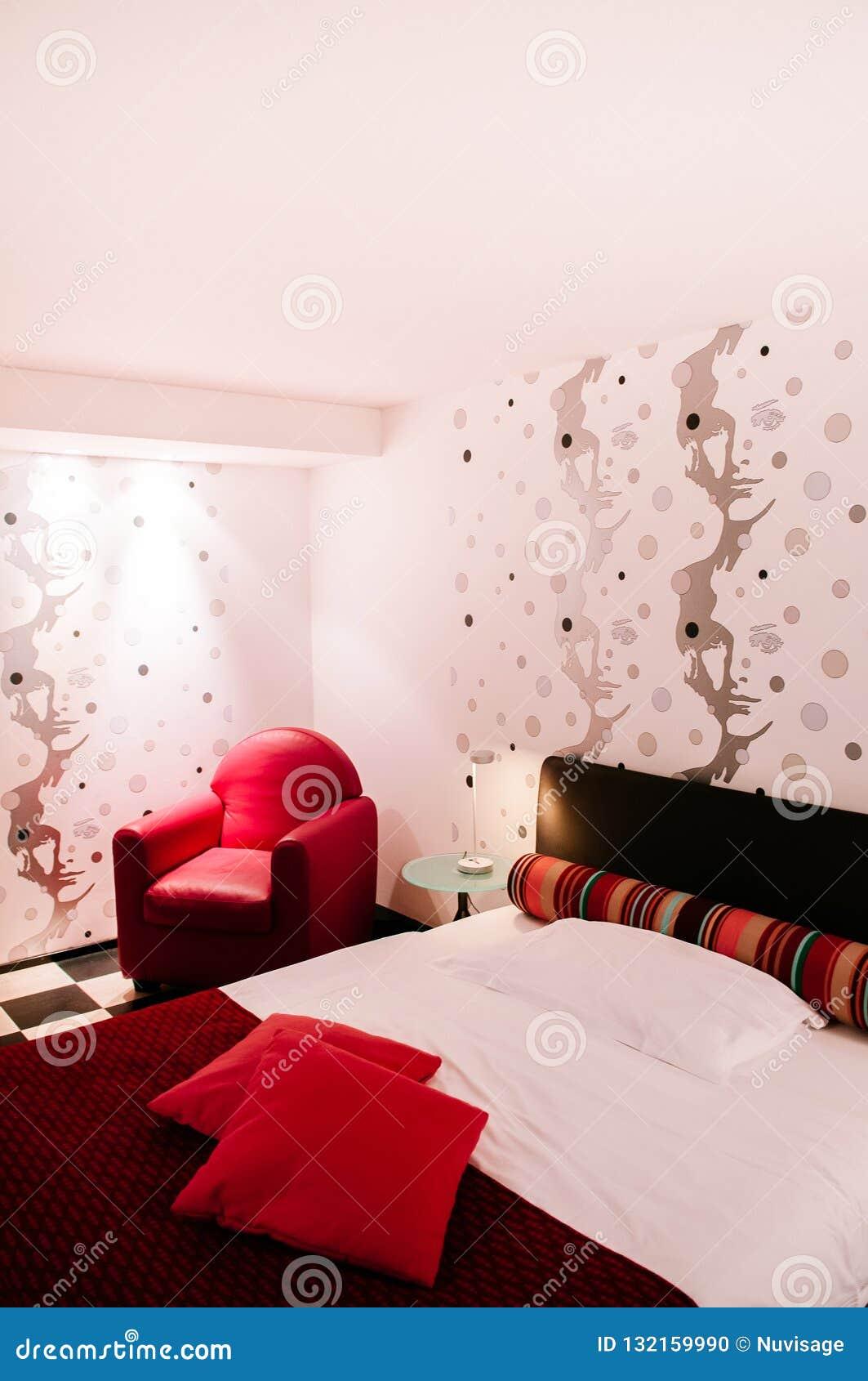 Chambre à Coucher Colorée Vibrante Moderne Intérieure Avec ...