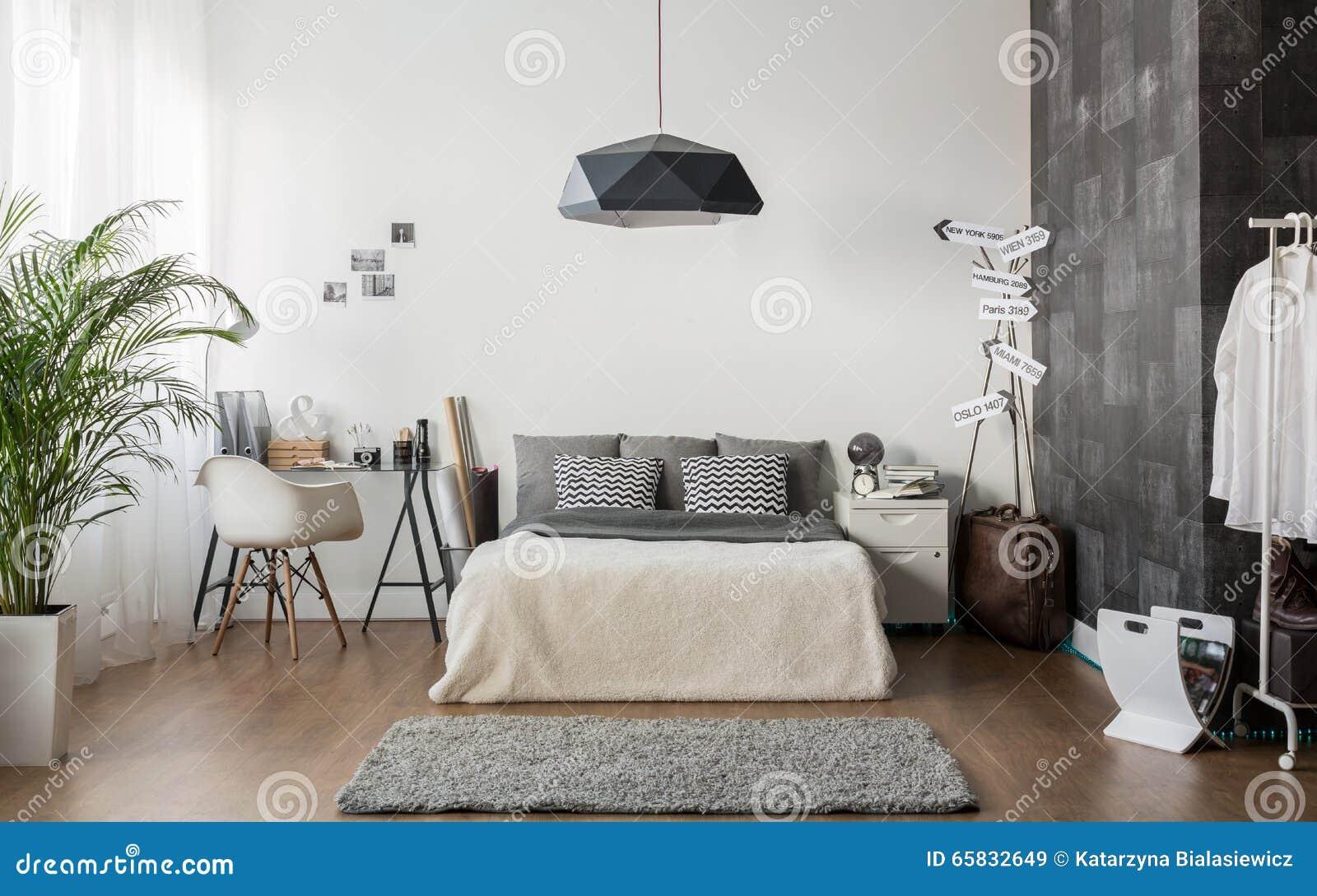 Chambre à Coucher Confortable Blanche Et Grise Image stock - Image ...