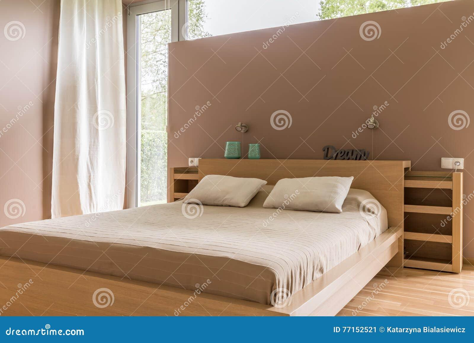 Chambre à coucher confortable dans l idée beige