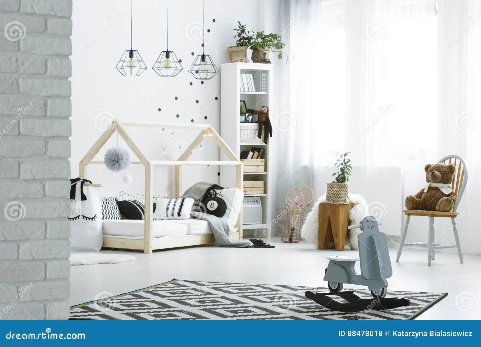 Chambre A Coucher D Enfant Avec Le Mur De Briques Photo Stock