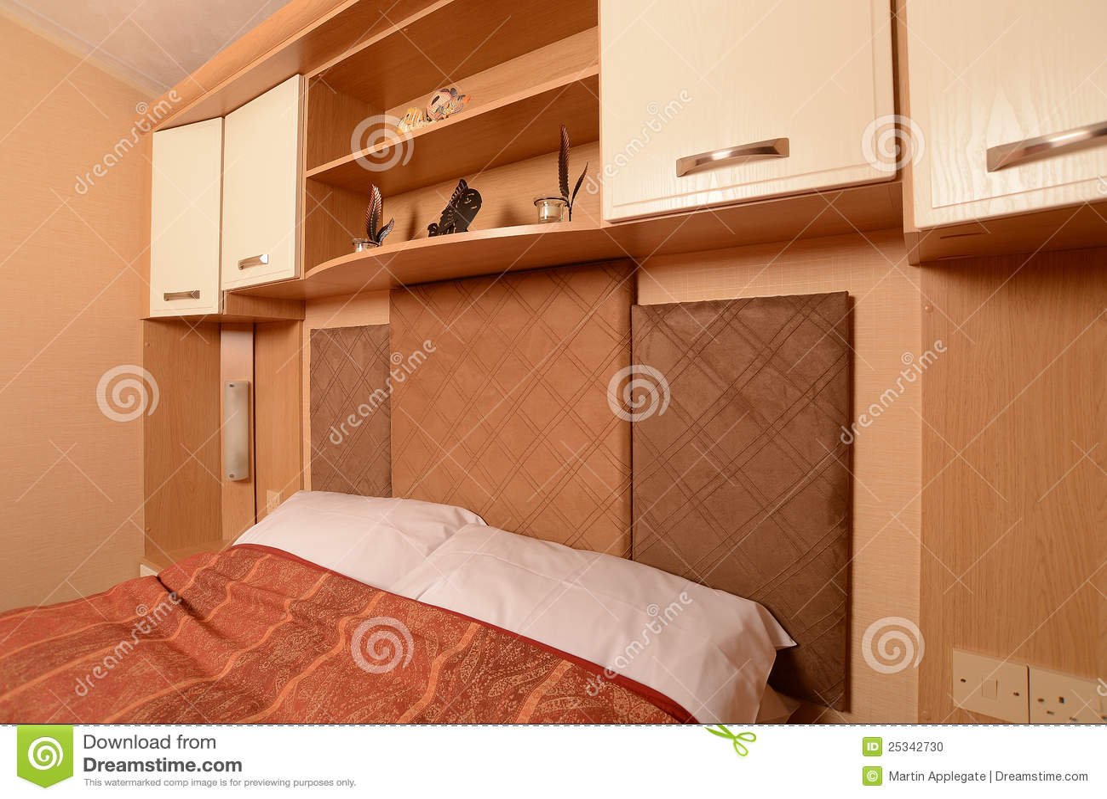 Chambre coucher de caravane r sidentielle photo stock for Caravane chambre