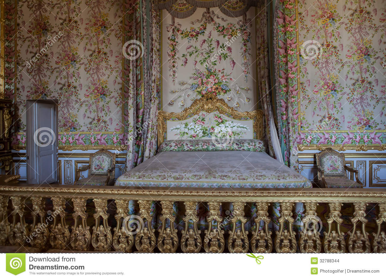 Chambre coucher de la reine ch teau de versailles for Chambre de la reine versailles