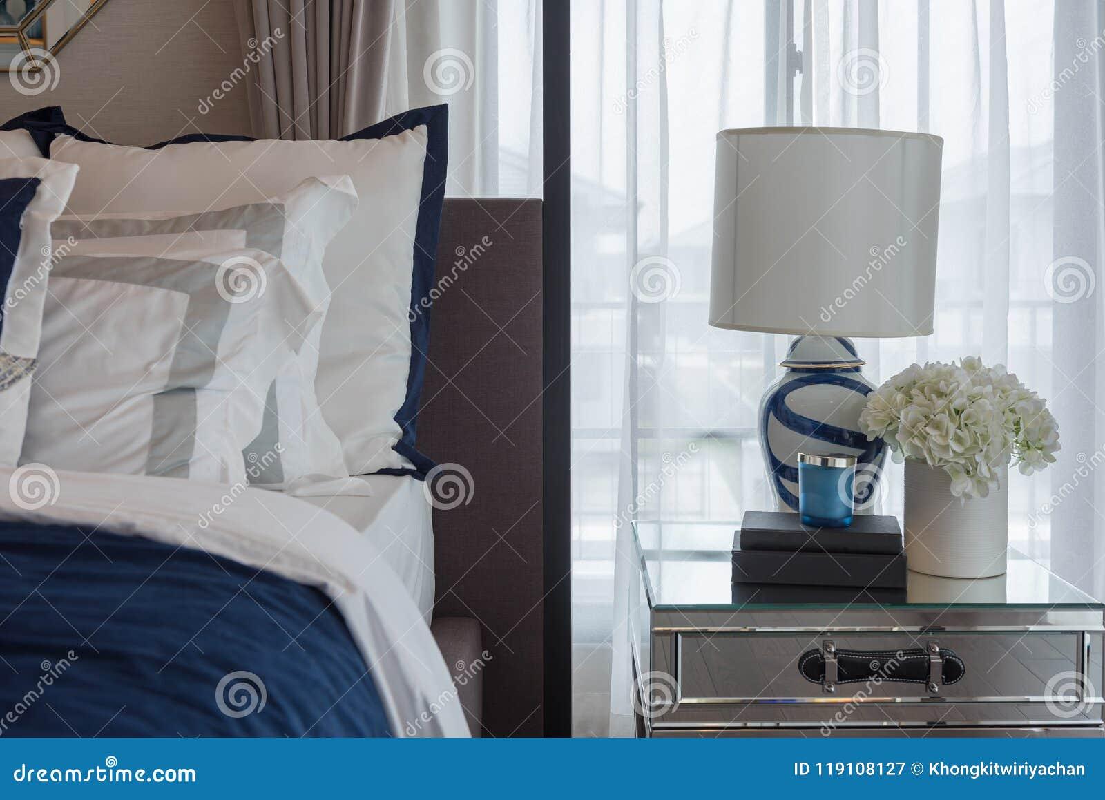 Chambre à coucher de luxe dans le ton de bleu d indigo