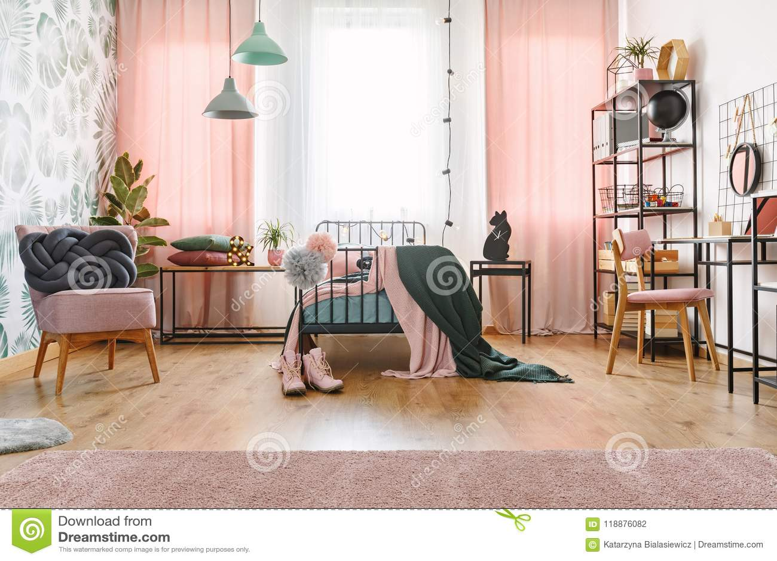 Chambre à Coucher De Pastel De Rose Et De Vert Photo stock ...