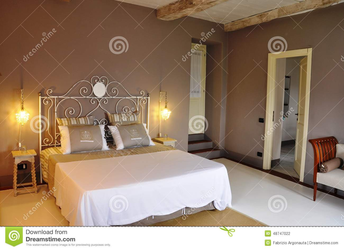 chambre coucher de style campagnard photo stock image 48747022. Black Bedroom Furniture Sets. Home Design Ideas