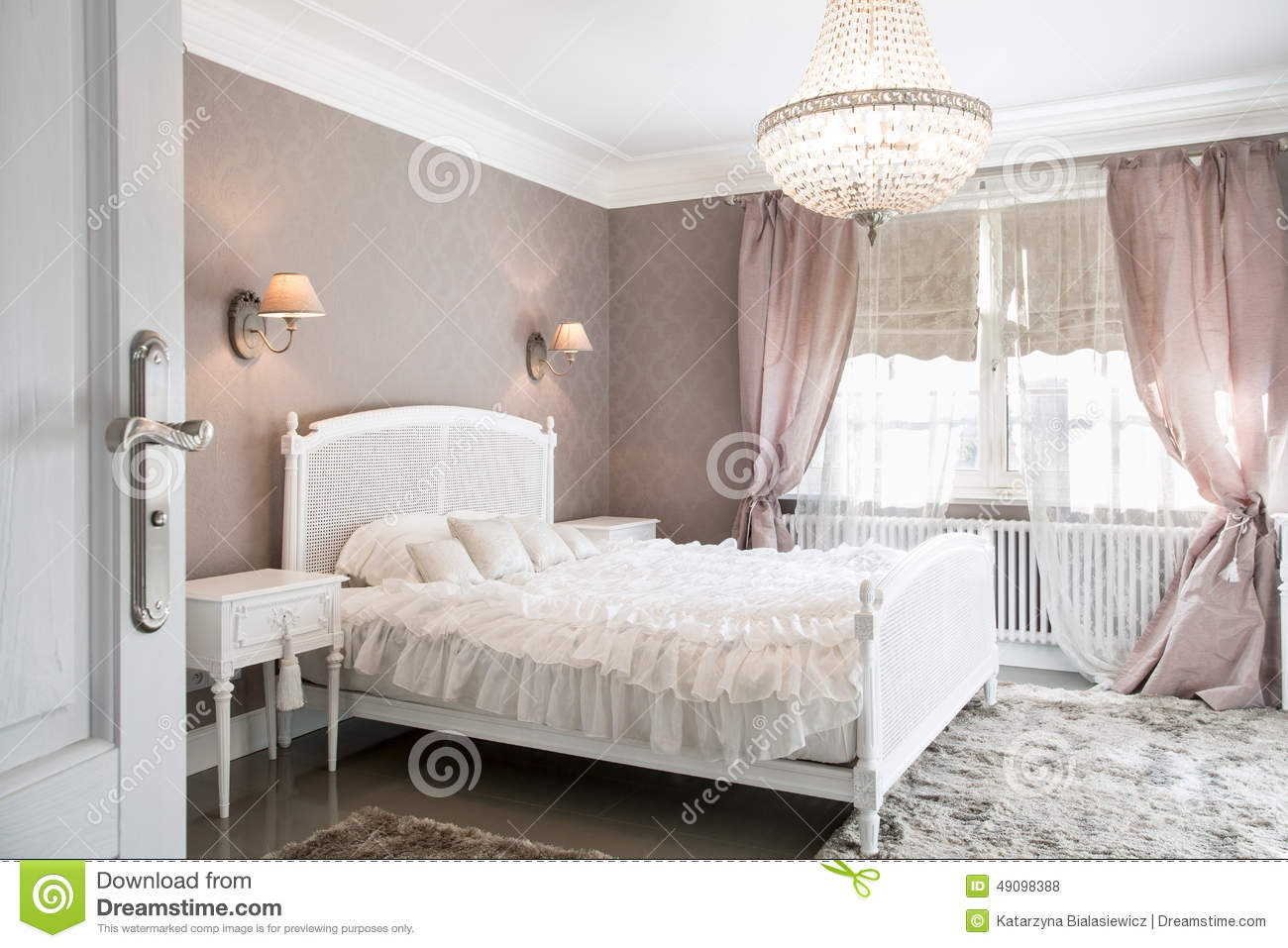 chambre coucher id ale pour la femme photo stock image 49098388. Black Bedroom Furniture Sets. Home Design Ideas
