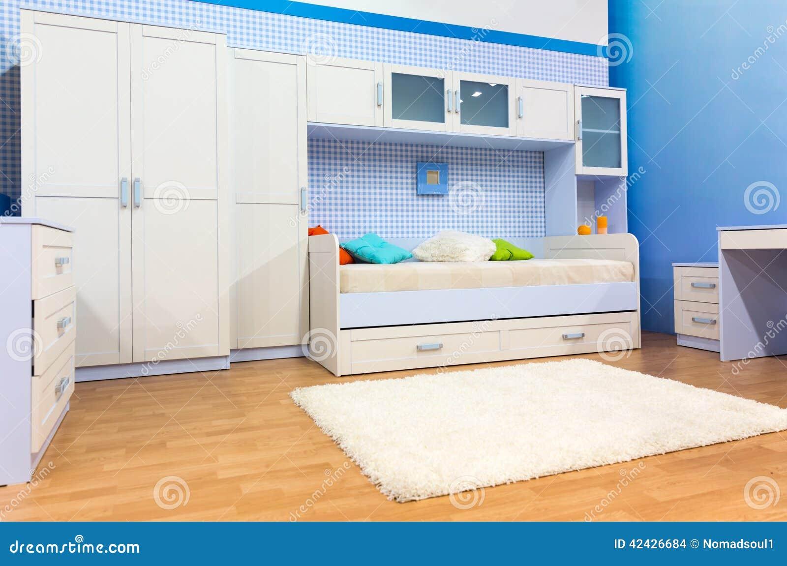 Best chambre coucher lumineuse avec un lit et un placard images stock with placard chambre coucher - Placard encastrable chambre ...