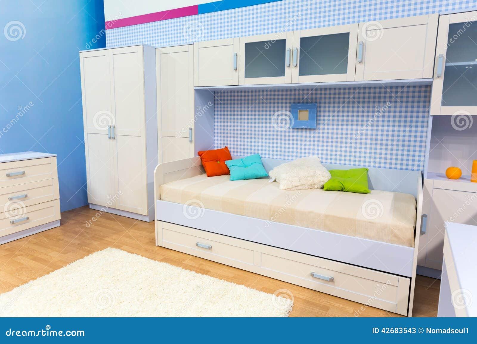 Latest home with les placards de chambre a coucher for Modele d armoire de chambre a coucher