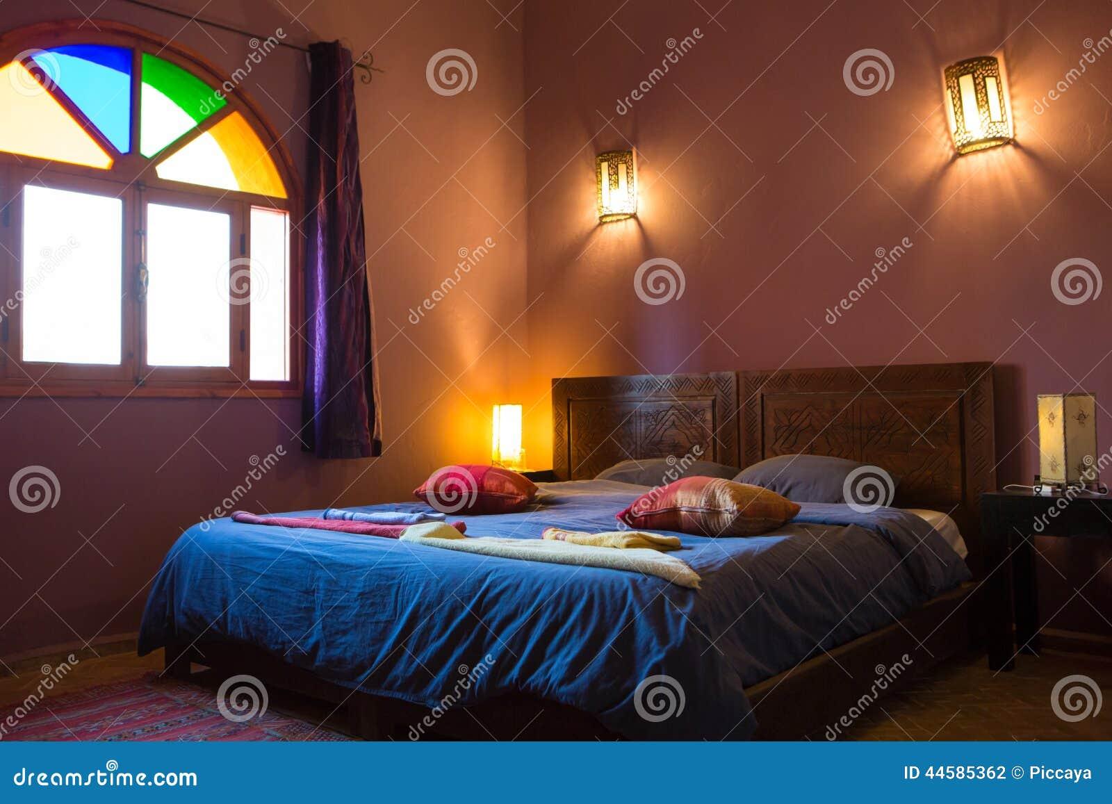chambre marocaine attractive chambre a coucher marocaine moderne salon marocain pas cher. Black Bedroom Furniture Sets. Home Design Ideas