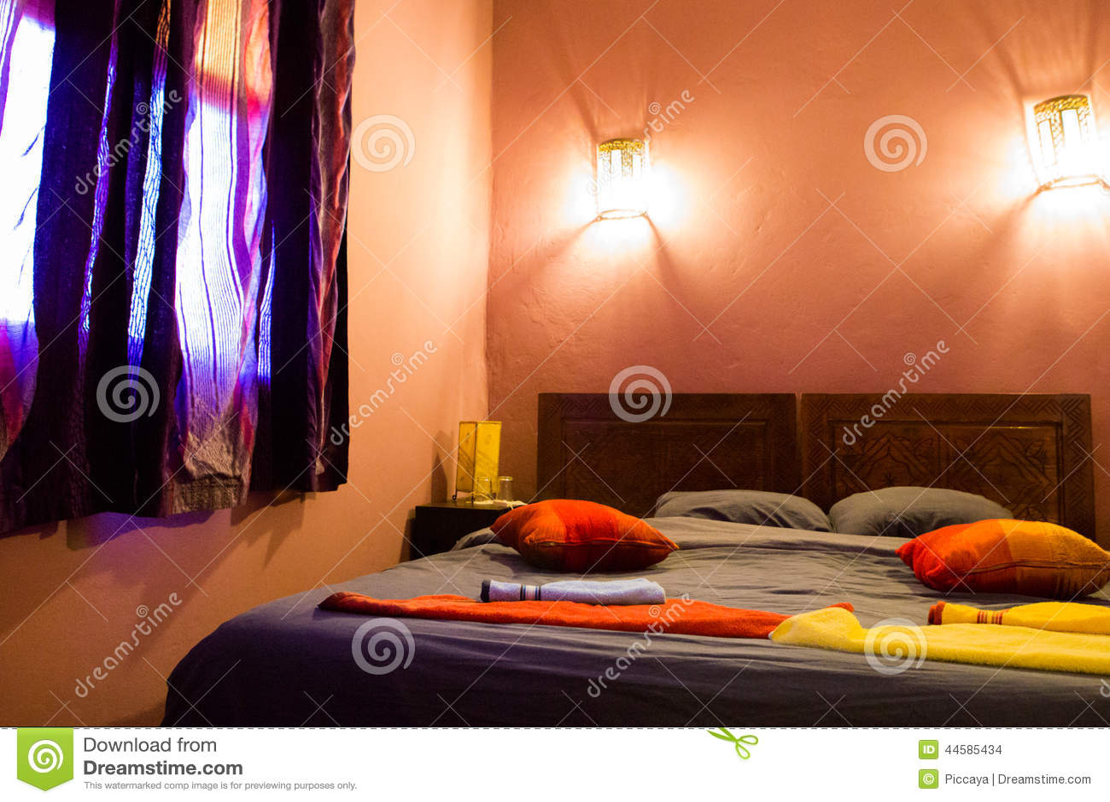 Chambre coucher marocaine authentique dans le riad for Achat de chambre a coucher
