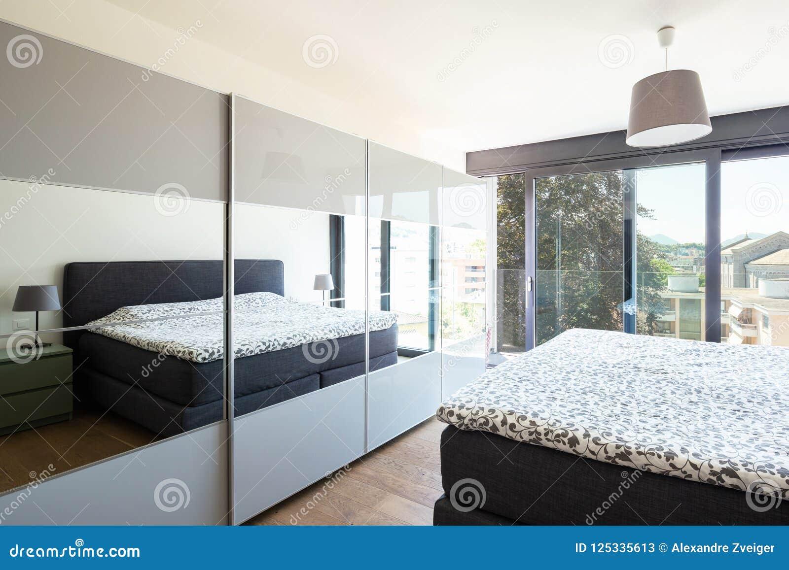 Chambre à Coucher Moderne Avec Des Meubles, élégant Et ...