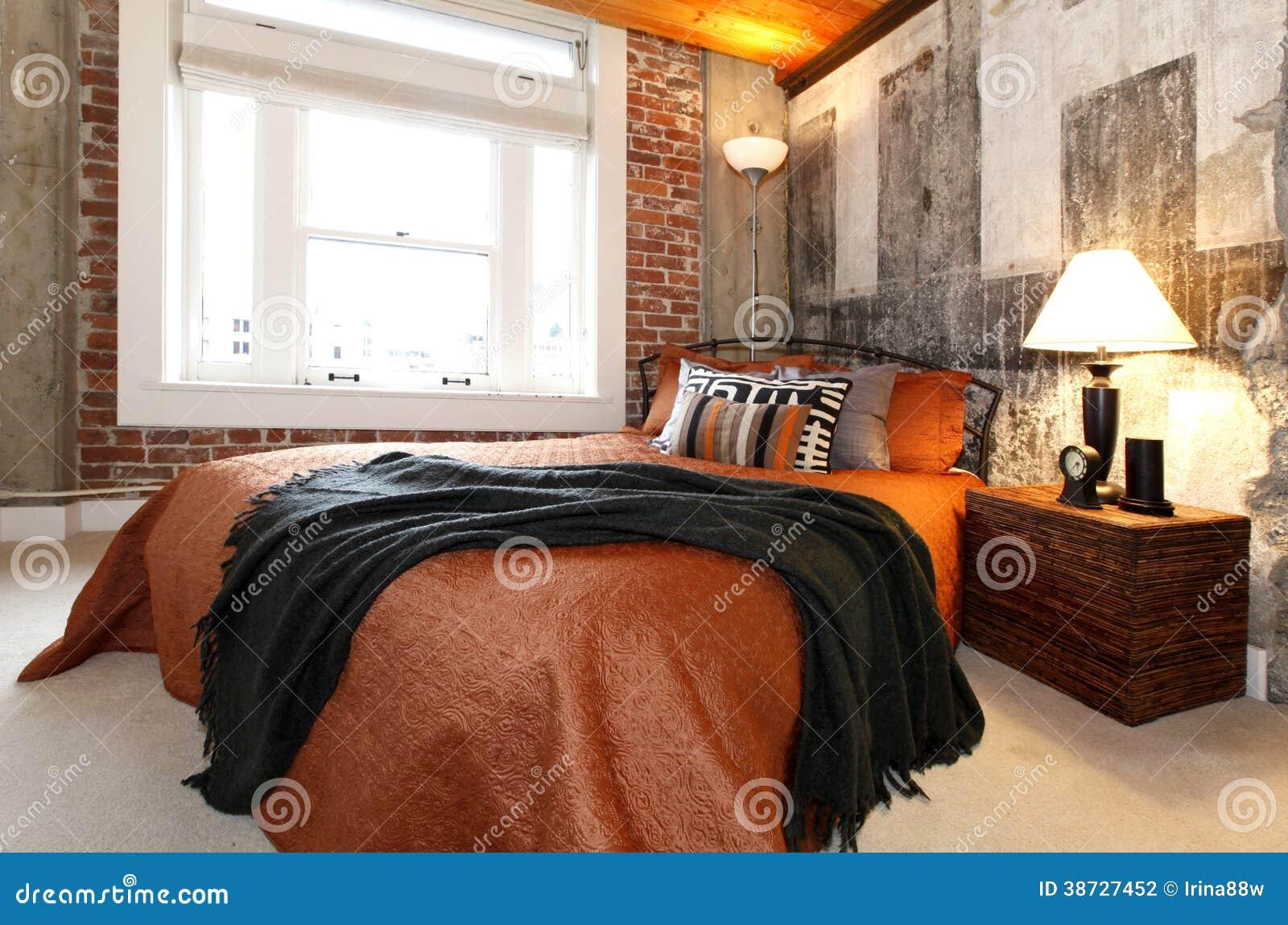 Chambre coucher moderne avec un mur en b ton cass photo for Chambre a coucher avec prix