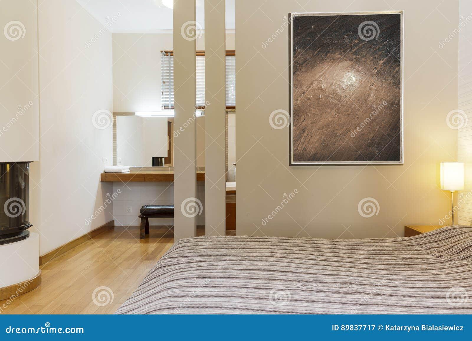 Chambre à Coucher Moderne Dans Des Couleurs Chaudes Image stock ...