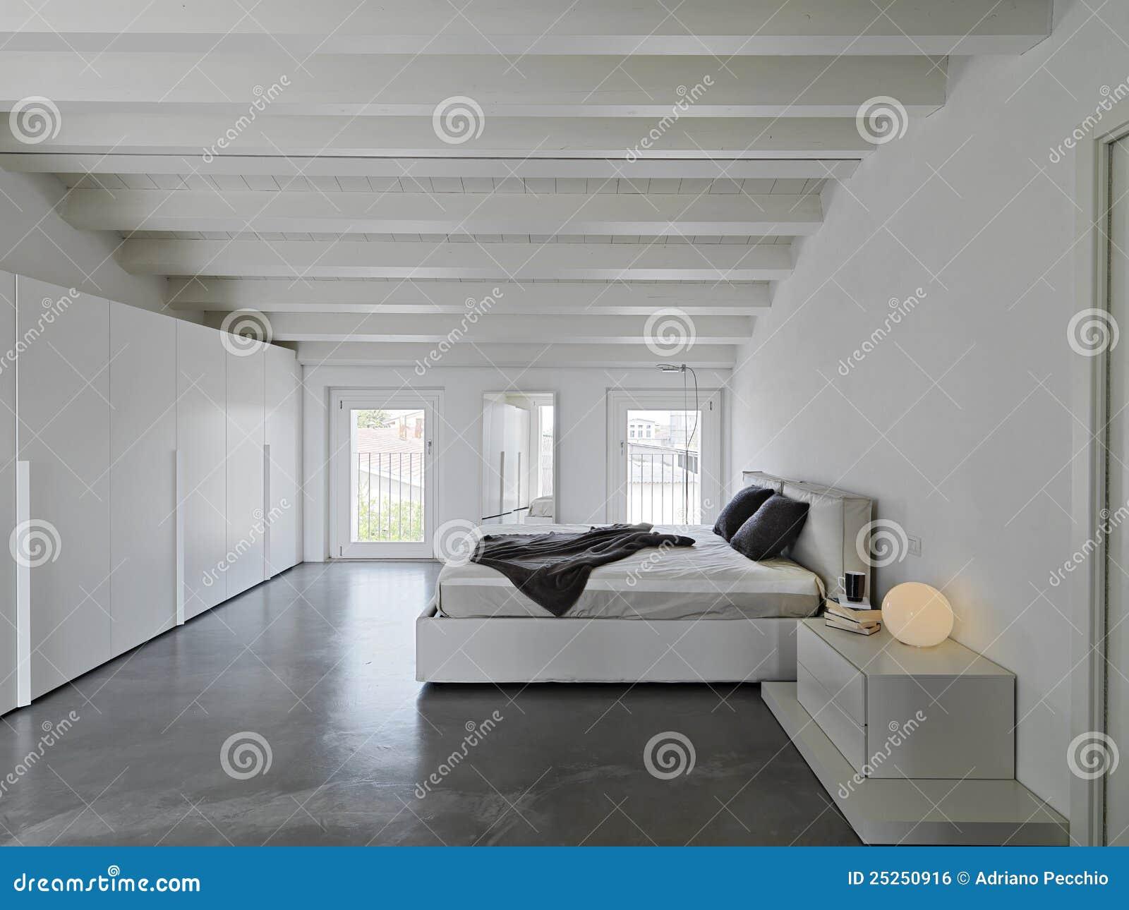 Chambre à Coucher Moderne Dans Les Salles De Grenier Image