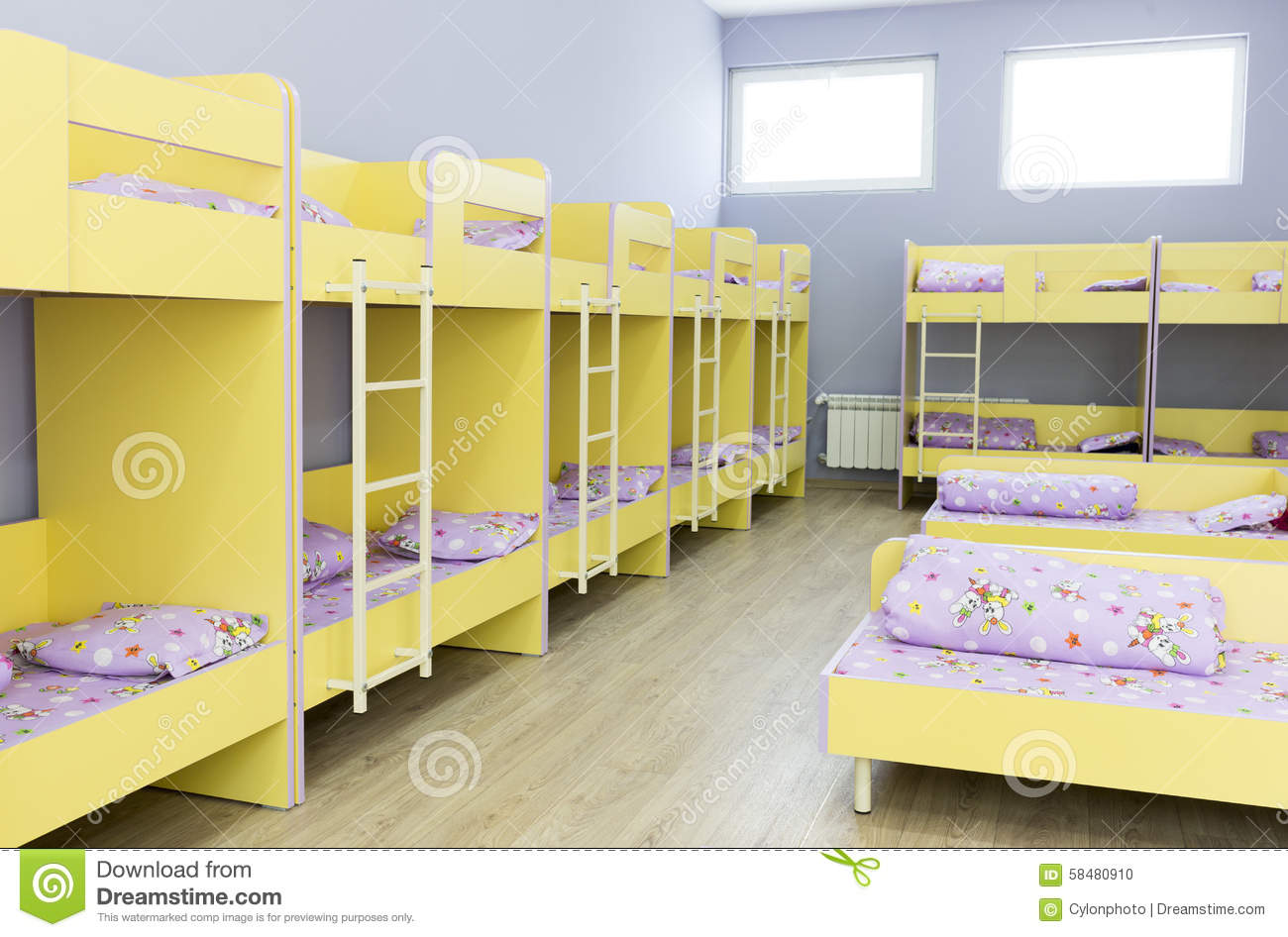 chambre coucher moderne de jardin d 39 enfants avec de petits lits photo stock image du inside. Black Bedroom Furniture Sets. Home Design Ideas