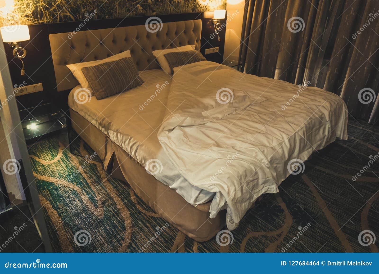 Chambre A Coucher Moderne De Luxe De Style Grand Double Lit