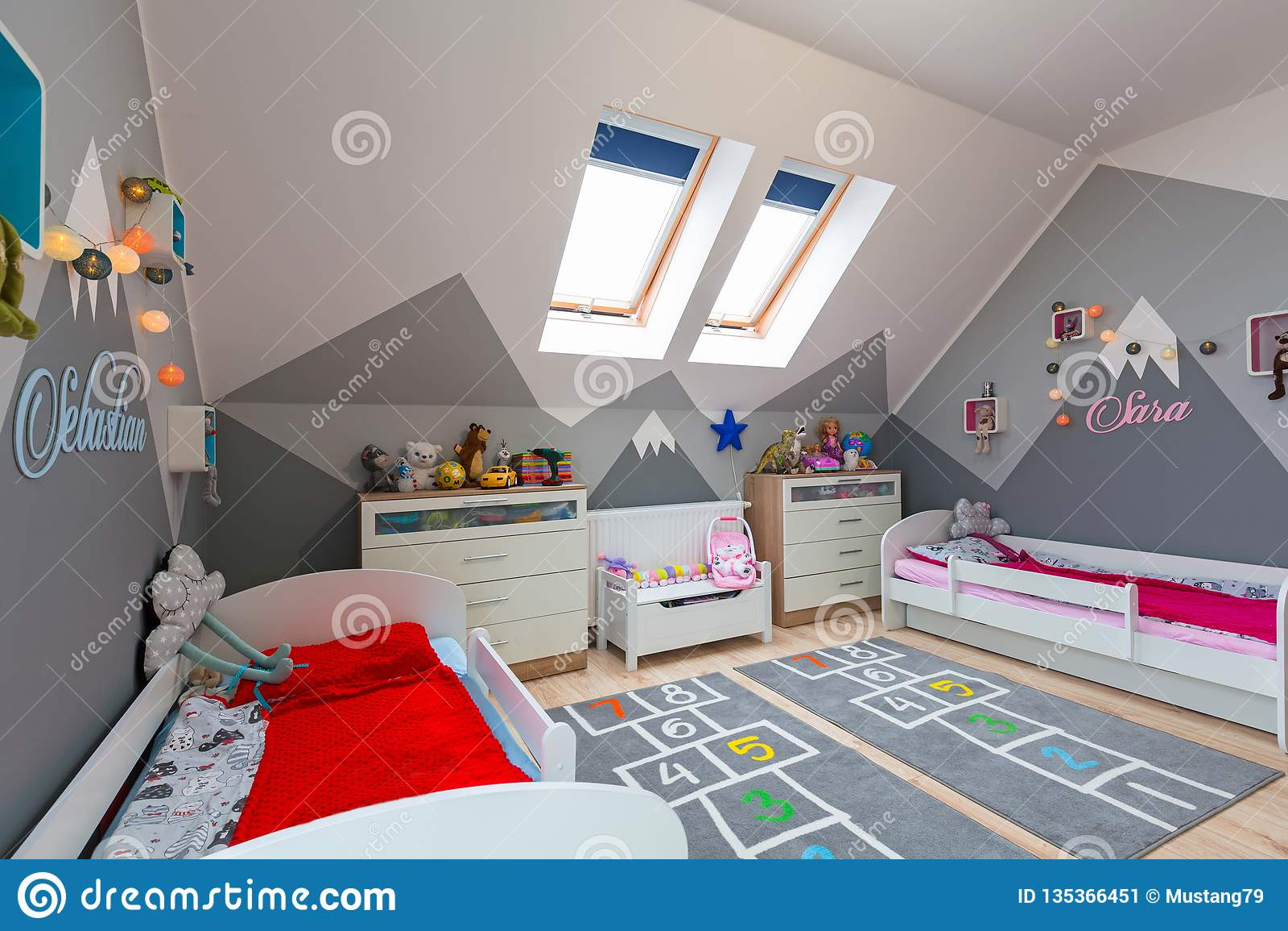 Chambre A Coucher Moderne Pour Le Garcon Et La Fille Avec