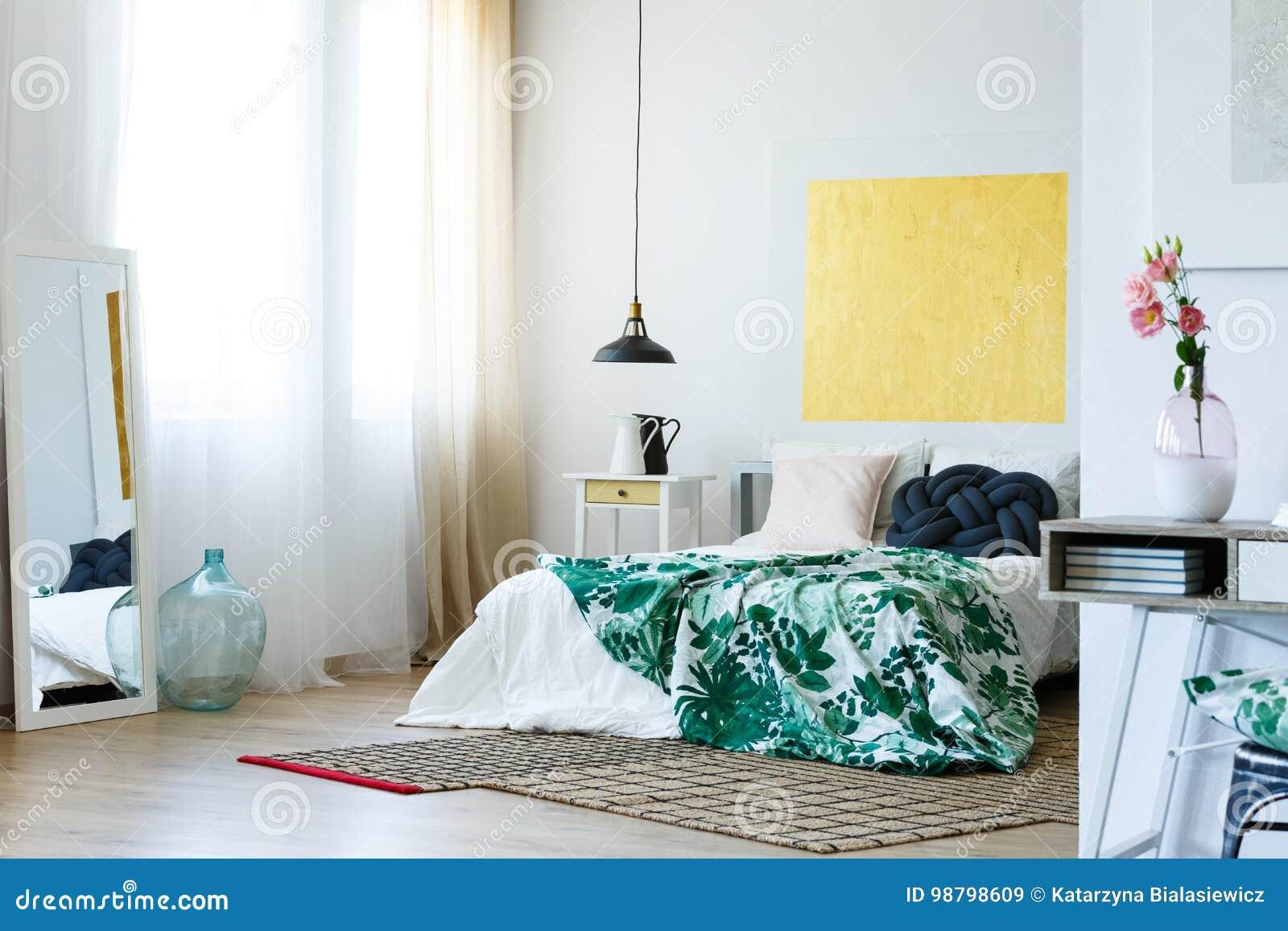 Chambre à Coucher Moderne Verte Et Jaune Image stock - Image ...