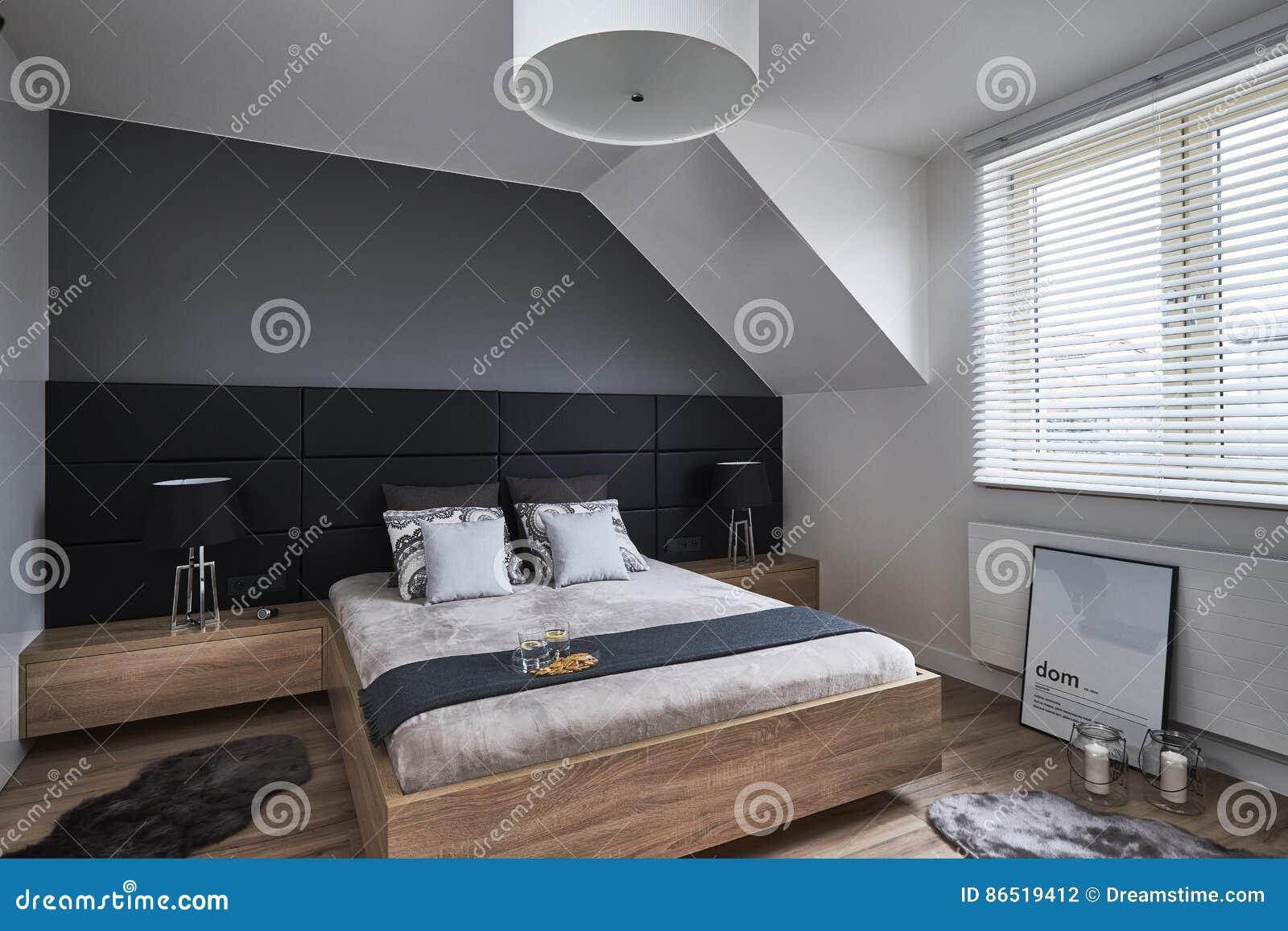 Chambre à Coucher Monochrome Avec Les Murs Et Les Lampes Gris ...
